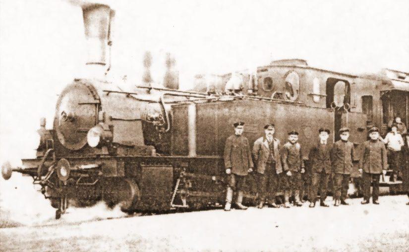 Stoi na stacji lokomotywa